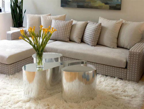 A popular choice in many households is to place a flokati rug in the living room.