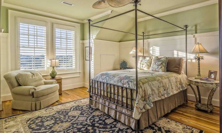 Best Rugs for Hardwood Floors: Safe Types of Rugs for Maximum Protection [2021]